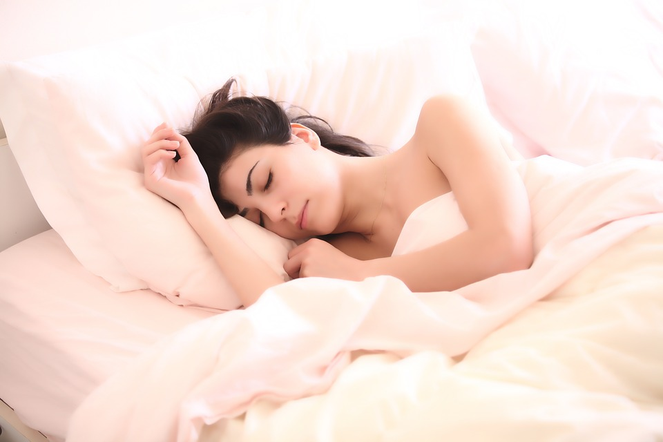 Schlafposition-Warum-die-linke-Koerperseite-die-bessere-Option-ist-healthexpertsnet