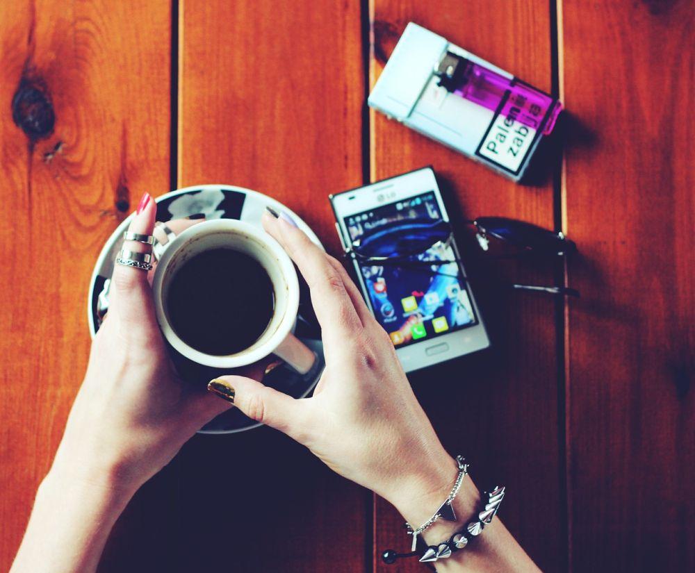 Rauchen zum Kaffee: eine schädliche Tagesroutine